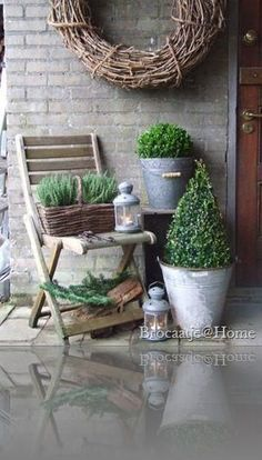Shabby Cottage Studio- Gail Schmidt, country, chic in giardin … – Garden Design Outdoor Living, Outdoor Decor, Shabby Cottage, Porch Decorating, Garden Pots, Garden Inspiration, Container Gardening, Greenhouse Gardening, Outdoor Gardens