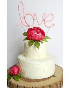 A wire cake topper that is covered with a yarn cord to match your wedding colors? Yes please!