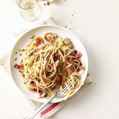 This version of chicken carbonara can be ready in 30 minutes with a creamy Pecorino Romano cheese and egg sauce with bacon pieces. #bacon