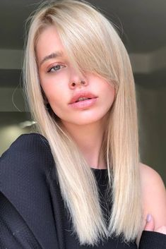 46 Ideas for Haircuts With Bangs You'll Want to Copy - Soflyme Side Bangs Hairstyles, Face Shape Hairstyles, Try On Hairstyles, Round Face Haircuts, Haircuts For Long Hair, Haircuts With Bangs, Long Bob Hairstyles, Hairstyles For Round Faces, African Hairstyles