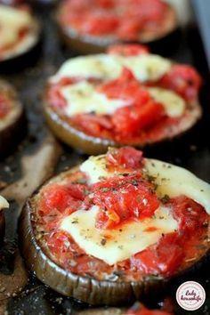 Plastry bakłażana zapiekane z mozzarellą Clean Recipes, Soup Recipes, Cooking Recipes, Love Eat, I Love Food, Healthy Dishes, Food Design, Superfood, Mozzarella