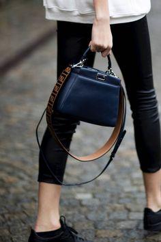 8c9501989ad2 150 sacs canon repérés à la Fashion Week. Street Style 2018