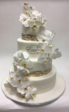 🎂 #WeddingWednesday #WeddingFondant #EddasCakes #WeddingCake #MiamiCakes #CustomCakes 🎂 - http://eddascakes.com