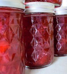 Strawberry Rhubarb Freezer Jam - with strawberry jello Rhubarb Jello, Rhubarb Freezer Jam, Strawberry Rhubarb Recipes, Rhubarb Jam Recipes, Strawberry Freezer Jam, Freezer Jam Recipes, Strawberry Jello, Jello Recipes, Canning Recipes