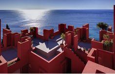 classics-la-muralla-roja-ricardo-bofill_ricardo_bofill_taller_de_arquitectura_la_muralla_roja_calpe_spain