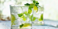 MOJITO (Pour 4 P : 24 cl de rhum cubain • le jus de 2 citrons verts • 2 c à c rase de sucre • 12 feuilles de menthe • 8 gouttes d'angustura • 12 cl de Perrier)