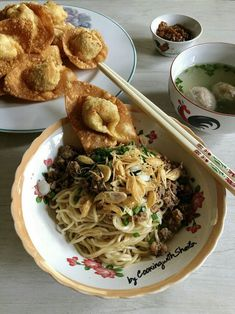 YAMIE 🍜 (mi pangsit china) Cooking with Sheila Gondowijoyo Asian Recipes, Healthy Recipes, Ethnic Recipes, Yummy Recipes, China Cook, Indonesian Food, Indonesian Recipes, Main Menu, Burger Recipes
