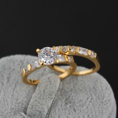 Fashion Finger Wedding Ring Inlay White Zircon 18K Gold Plated Copper Couple Rings Two Sizes