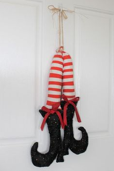 Make your own adorable witch boots for fall or Halloween decorating with this free witch shoe template and tutorial. Halloween Sewing, Fall Sewing, 31 Days Of Halloween, First Halloween, Halloween Season, Halloween Projects, Craft Projects, Sewing Projects, Fall Crafts