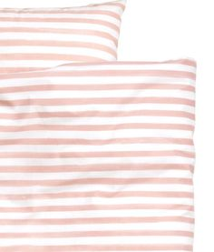 White/light pink. Twin duvet cover set in cotton fabric with printed stripes. Duvet cover fastens at foot end with concealed metal snap fasteners. One