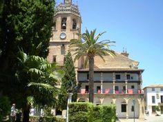 Plaza Duquesa de Parcent Ronda: colegiata de Santa María la Mayor.