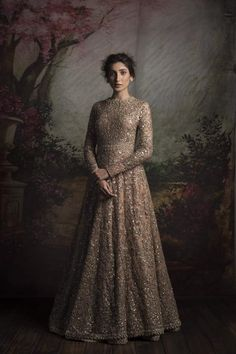 Find the perfect designer Indian reception gown and cocktail dress - Check out our gallery of cocktail dresses and dreamy reception gowns for Indian brides. Indian Wedding Gowns, Indian Bridal Wear, Pakistani Bridal Dresses, Indian Gowns, Indian Attire, Indian Outfits, Bridal Gowns, Bridal Anarkali Suits, Wedding Mehndi