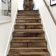 recycled pallet stairs Pallet Stairs, Redo Stairs, Rustic Stairs, Wooden Stairs, House Stairs, Basement Steps, Old Basement, Staircase Makeover, Rough Wood