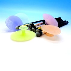 #brushegg #makeupblender #sponge #makeup #acrylic #holder #brush #set #kabuki #pro #sale #rccosmetics #palette #camo #contour #holder #silver #gold www.rc-cosmetics.com