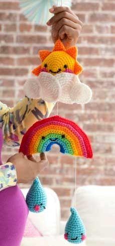 baby room rainbow mobile free crochet patterns  pour celles qui se sont (re)mises au crochet