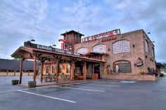 J.T Hannahs - Burgers, Pasta, Ribs and Steak all under one roof. The best place in Pigeon Forge and a Pigeon Forge Chamber of Commerce Member. #pigeonforge #greatfood