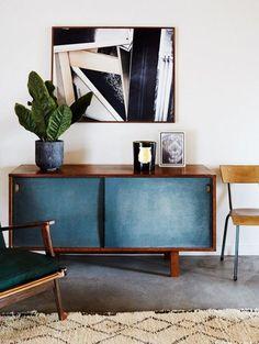 Vintage kasten in de woonkamer, wegdromen bij prachthuizen | ELLE Decoration NL