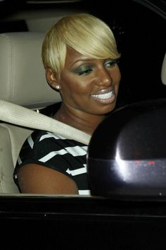 NeNe Leakes Photos Photos - Nene Leakes leaves an afterparty for the MTV Video Music Awards at the Chateau Marmont in West Hollywood. - Rachael Leigh Cook leaves an afterparty for the MTV Video Music Awards at the Chateau Marmont in West Hollywood