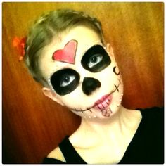 I'm just loving the Day of the dead. So i decided to do a Day of the dead make up and i most say satisfied with it(: