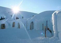 Снежный отель  Каждую зиму в Финляндии, Альпах и Пиренеях возводят из снега зимний курорт для любителей экстремального отдыха.