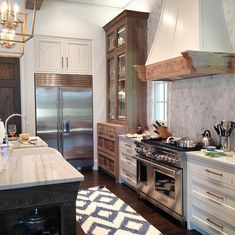 Loved the mix of rustic and sleek in this great kitchen.