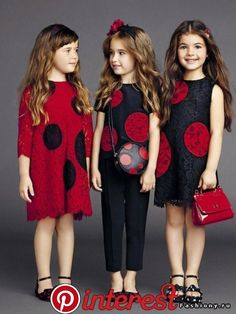 ALALOSHA: VOGUE ENFANTS: Gracing the pages of little models keep sunny in luxe look including the dot black dresses with carnation patterns Kids Summer Dresses, Summer Kids, Dress Summer, Summer 2015, Spring 2015, Little Girl Fashion, Fashion Kids, Fashion Design, Outfits Niños