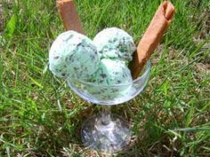 Mint-chocolate ice cream without ice cream maker Source by Candida Albicans, Thermomix Desserts, Vegan Ice Cream, Chocolate Ice Cream, Ice Cream Maker, Ice Cream Recipes, Tupperware, Milkshake, Food Art