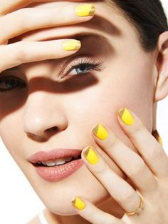 Chrome Color-Block Nails are perfect for summer. Include pops of bright color to make your manicure stand out. Spring Nail Art, Spring Nails, Acrylic Nails Stiletto, Nude Nails, White French Tip, Color Block Nails, Beauty Hacks Nails, Best Lashes, Chrome Colour
