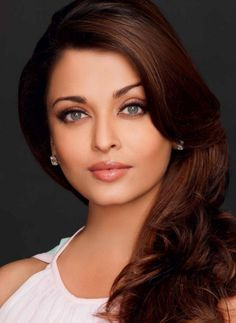 Aishwarya Rai is a talented artist and very popular among fans. Aishwarya Rai photo gallery with amazing pictures and wallpapers collection. Aishwarya Rai Hairstyle, Bollywood Hairstyles, Aishwarya Rai Photo, Aishwarya Rai Bachchan, World Most Beautiful Woman, Beautiful Girl Indian, Most Beautiful Indian Actress, Beautiful Actresses, Miss World