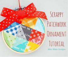 Tutorial: Scrappy patchwork mini hoop Christmas ornament Quilted Christmas Ornaments, Diy Christmas Gifts, Christmas Ideas, Merry Christmas, Christmas Fabric, Homemade Christmas, Christmas Stuff, Holiday Ideas, Christmas Decorations