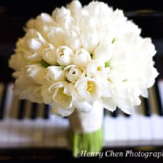 I would LOVE this to be my bridal bouquet! Anyone know what type if flower this is??