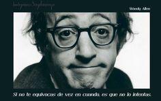 Imagen con foto grafía de Woody Allen con el texto; Si no te equivocas de vez en cuando, es que no lo intentas.