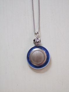 collier capsule aplatie bleue électrique
