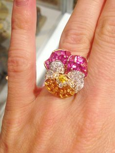 Oscar Heyman incorporated their iconic jeweled pansy design into a ring, a favorite piece at the Luxury Privé show! http://www.jewelsdujour.com/2013/08/a-few-favorites-from-jck-luxury-prive-new-york/