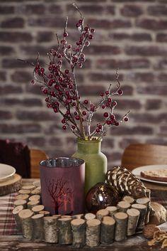Tischdeko #pflanze #vase #deko #rot #grün #winter #windlicht #kugel #tischdeko