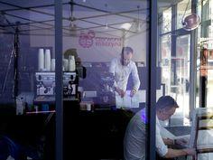 Stanowisko kawowe przygotowują chłopaki z Coffeece :) Odwiedźcie ich na Przemysłowej 12 w Krakowie !
