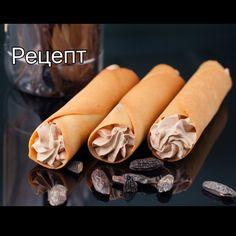 Взбитый ганаш:  100 белого шоколада 120 молочного шоколада  150 мл сливок 30-33% (1 часть)  300 мл сливок 30-33% (2 часть)  Ваниль или боб тонка  Прогреть (не кипятить!) до парения в сотейнике сливки с семенами ванили или натертым на мелкой терке бобом тонка. Процедить горячие сливки через мелкое сито на шоколад. Пробить погружным блендером (я использую Bamix) @bamixukraine до однородности. Теперь добавить вторую часть уже холодных сливок, снова пробить блендером. Накрыть пищевой пленкой в…