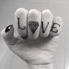#danmochila #love #diamond #tattoolove #tattoohands #tattoofinger