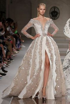 Ziad Nakad Couture Fall/Winter Collection Source by lydiahinckley fashion 2019 2020 Couture Mode, Couture Fashion, Runway Fashion, Fashion Show, Vestidos Fashion, Fashion Dresses, Evening Dresses, Formal Dresses, Glamour