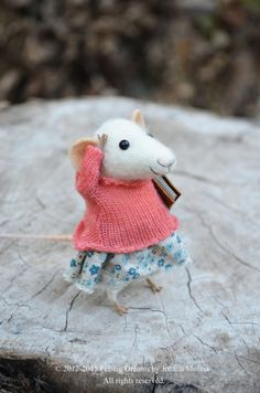 Little felted mouse on her way to school with a book in her hand. So sweet.