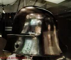 """Exposición """"Los pilares de Europa"""". Fundación Caixa-Fórum.    Casco medieval con celada hacia 1470. Exhibition """"The pillars of Europe"""". Caixa-Fórum Foundation.    Helmet with tailgate around 1470."""