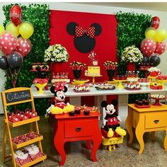 Minnie Mouse Candy Bar, Mickey Y Minnie, Mickey Mouse Parties, Mickey Party, Pink Pumpkin Party, Kids Party Decorations, Mickey Mouse Birthday, First Birthdays, Minne