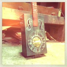 Christie's Zepher Creme Soda tin guitar built by Michael Ballerini. Geppetto cigar box Delvero