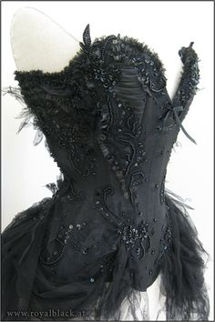 """Couture Corset """"Black Widow"""" by Royalblack- If this was in white, it would have to be my wedding corset (if I ever got married)"""