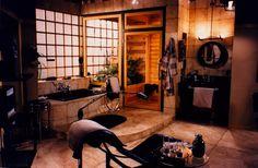 Frasier Crane's bathroom set design by Ron Olsen Modern Retro, Midcentury Modern, Frasier Crane, Seattle Apartment, Hollywood Homes, Home Tv, Interior Decorating, Interior Design, Bathroom Sets