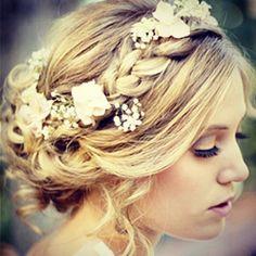 Gorgeous floral hair from @weddingsandwhite #wedmin