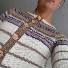 Retrokofta i lekker fargekombinasjon. Knit Crochet, Knitting, Sweaters, Google, Fashion, Moda, Tricot, La Mode, Breien