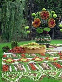 Topiary flower garden with a beauty of a flower pot. Here is the prayer for today… Dear Lord, Your word tells us in Romans, that you give us endurance and encouragement. Lord, we know many of us are feeling in need of those thi… Topiary Garden, Garden Art, Garden Plants, Garden Design, Amazing Gardens, Beautiful Gardens, Beautiful Flowers, Flower Show, Flower Art
