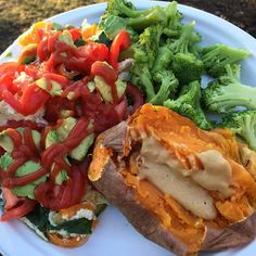 511 gilla-markeringar, 13 kommentarer - Katie (@balancingkatie) Sweet pepper and spinach omelet topped with tomato, avocado, and ketchup. Covered completely wow😂 Also had some broccoli and sweet potato with pb2 because that combo is the best thing on earth.