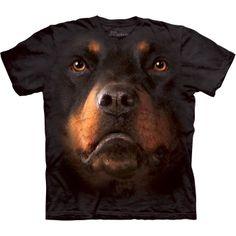 Mountain-T-paita, jossa on rottweilerin naama. Eräänlaisen 3D-tehosteen ansiosta Rottweiler Face -paidassa on aivan samat värit kuin todellisuudessa.  Mountain-T-paidat ovat laadukkaita T-paitoja. Niiden valmistus aloitetaan käsinvärjätystä Tye-Dye-T-paidasta. Tähän värjättyyn paitaan käytetään erikoisprosessia, jotta saadaan aikaan hyvin hieno silkkipainatus. Painatus on niin hyvä, että se ei voi koskaan hajota tai murtua pesukoneessa, koska painatus on oikeasti paidassa eikä vain sen…
